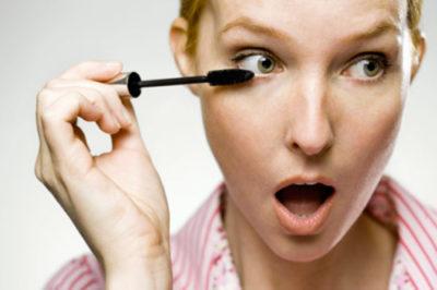 Использование некачественной косметики