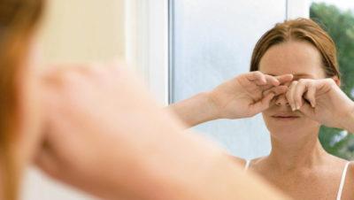 Расчесывание глаза
