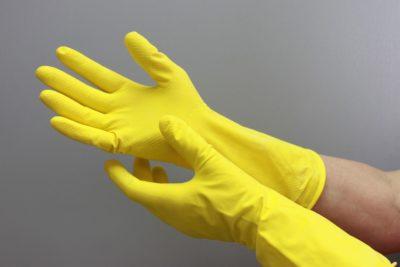 Надевать перчатки