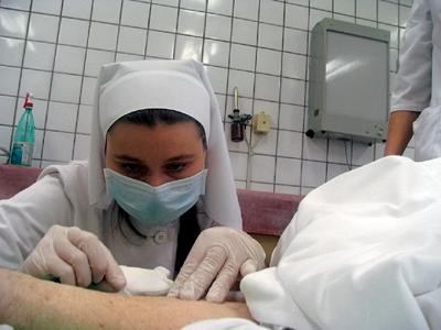 Медсестра с больным