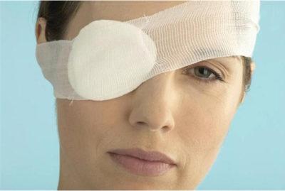 Повязка на глаз после операции